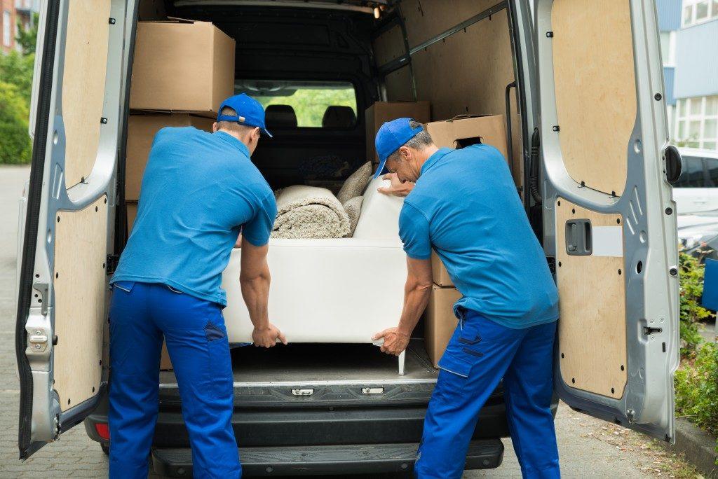 men furniture loading van