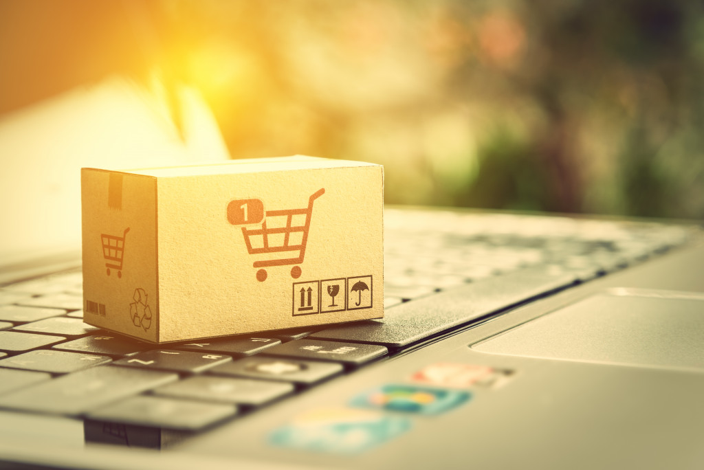 shopping cart box on laptop